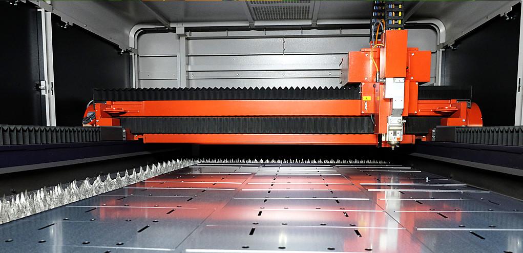 attrezzatura per taglio laser